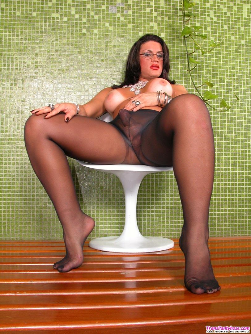Pantyhosed tranny
